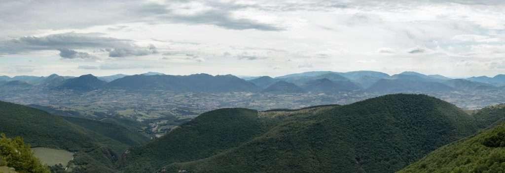 Panorama Monte San Vicino e Canfaito. Panorama delle Marche.